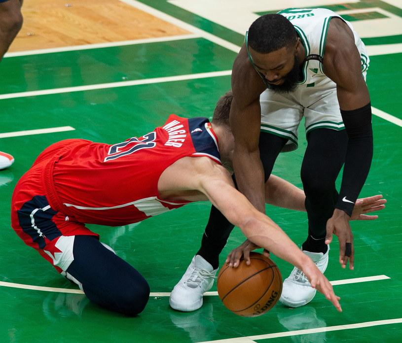 Mecz pomiędzy Boston Celtics (białe stroje) a Washington Wizards /PAP/EPA