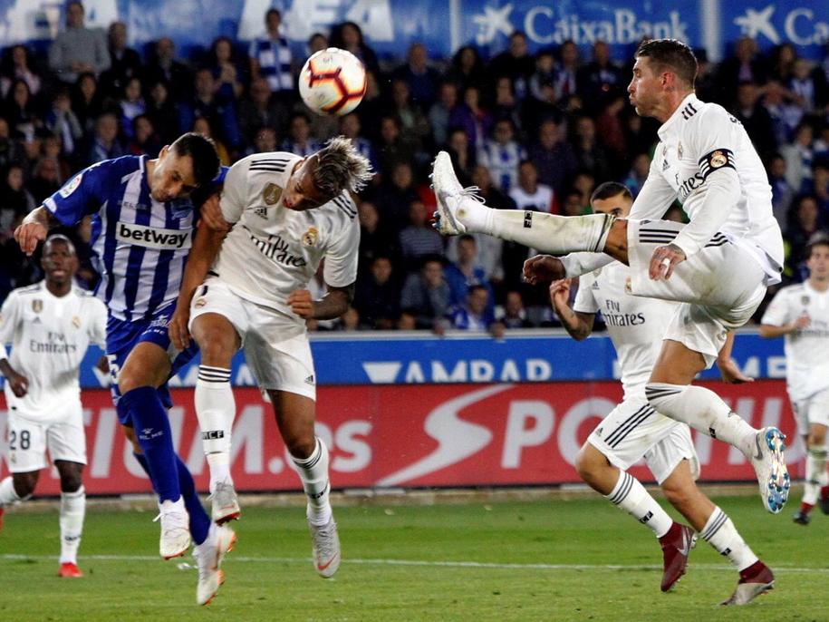 Mecz Real Madryt - Deportivo Alaves /PAP/EPA/DAVID AGUILAR /PAP/EPA
