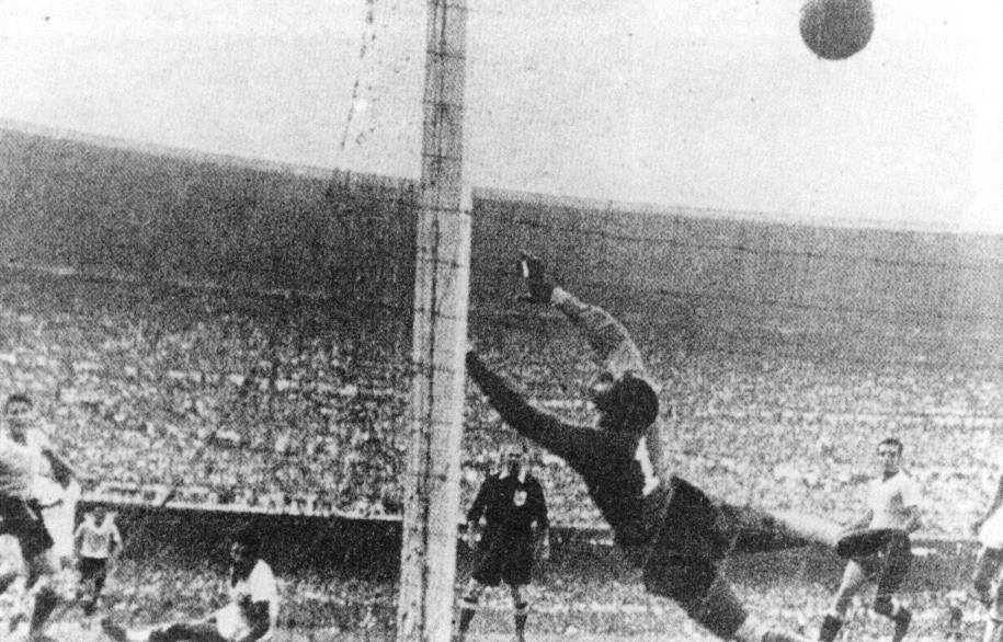 Mecz Urugwaj - Brazylia w 1950 roku. Wygrali Brazylijczycy 2:1 /Schirner Sportfoto Archiv/B3649_Schirner_Sportfoto_Archiv/dpa /PAP/EPA