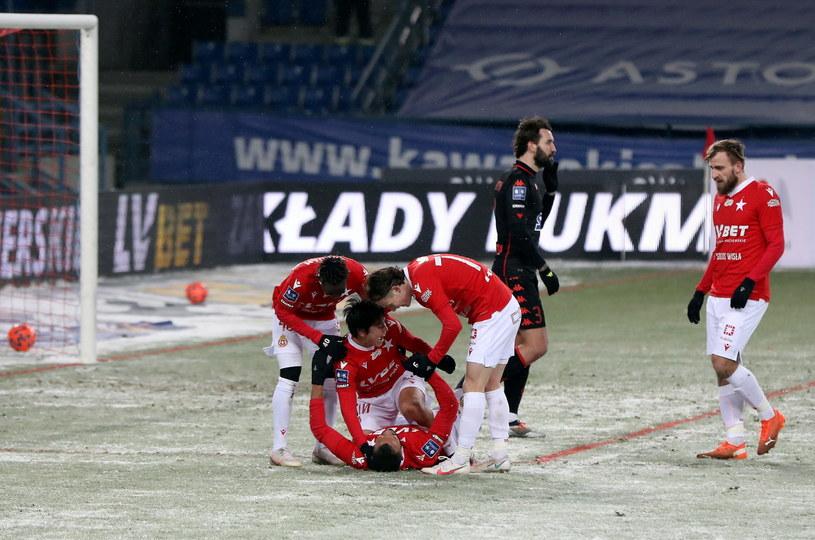 Mecz Wisły z Jagiellonią toczył się w zimowej scenerii /Łukasz Gągulski /PAP
