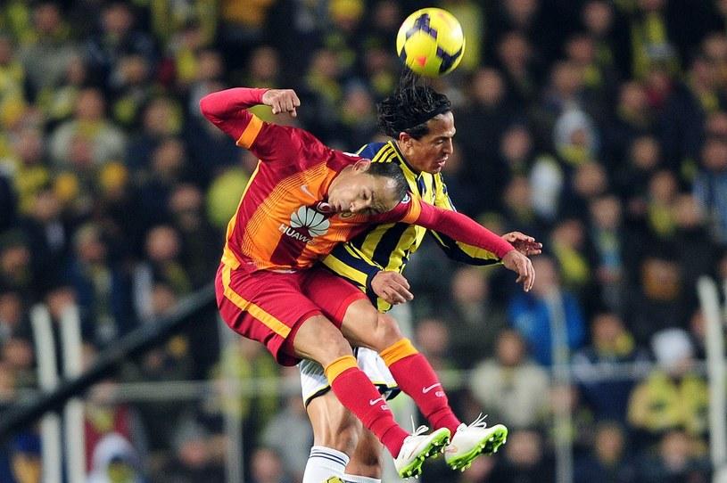 Mecze Galatasaray z Fenerbahce to wielkie piłkarskie wydarzenie w Turcji /AFP
