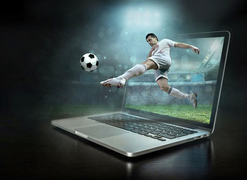 Mecze reprezentacji Polski w piłce nożnej można oglądać nie tylko na telewizorze /123RF/PICSEL