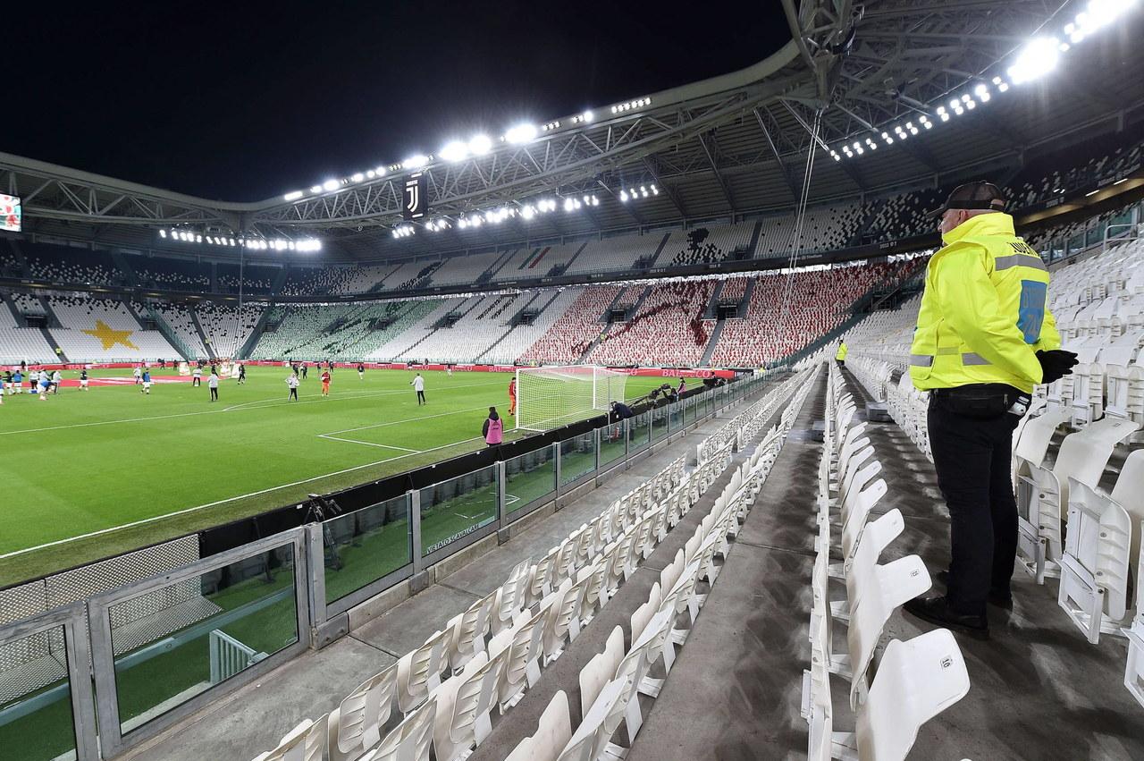 """Mecze włoskiej Serie A bez kibiców do końca roku? """"W chaosie tylko to jest (prawie) pewne"""""""