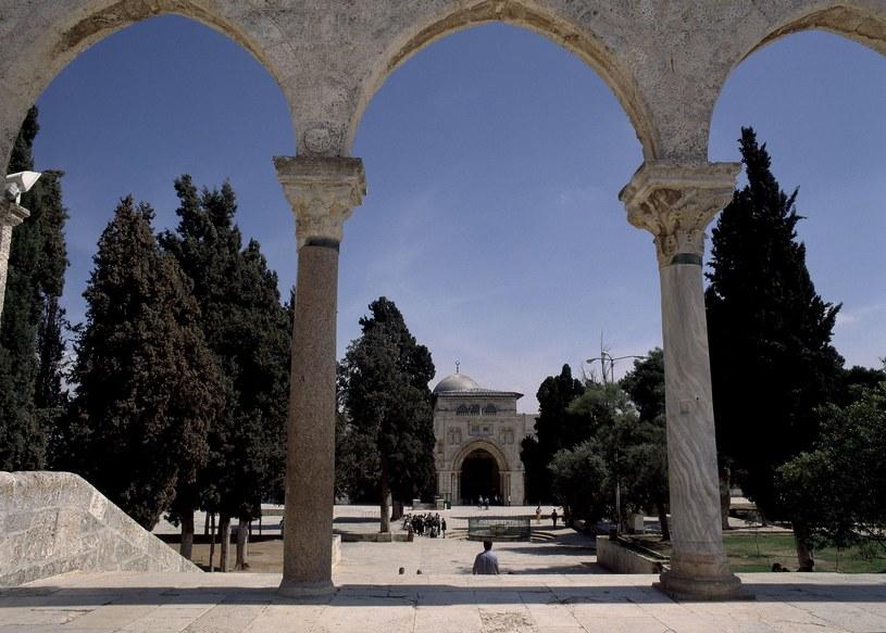 Meczet Al-Aksa uznawany jest przez muzułmanów za trzecie najważniejsze święte miejsce po Mekce i Medynie /Album / Oronoz /East News