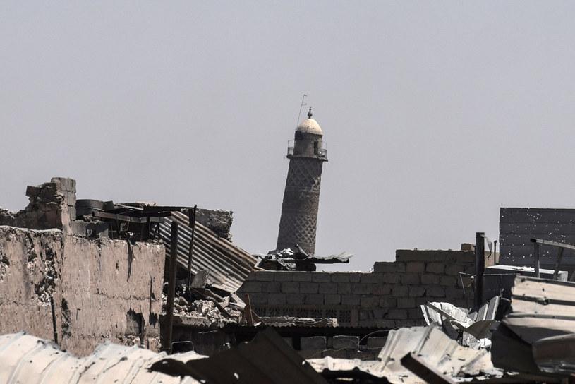 """Meczet Al-Nuri ze słynnym """"krzywym"""" minaretem /AFP"""