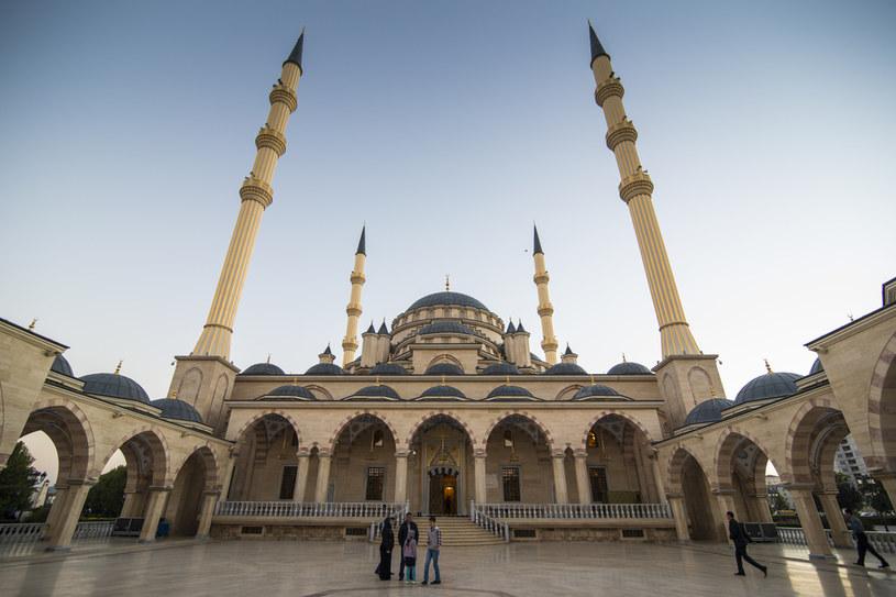 Meczet w stolicy Czeczeni Groznym /Michael Runkel /Agencja FORUM