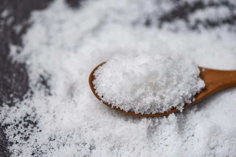 Męczy cię nadmiar wody w organizmie? Uważaj na sól! /123RF/PICSEL
