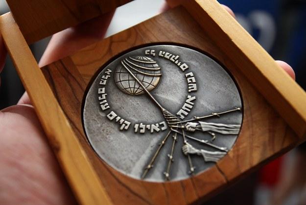 Medal Sprawiedliwy wśród Narodów Świata jest to najwyższym izraelskim odznaczeniem cywilnym nadawanym nie-Żydow. Wyróżnienie otrzymało 6706 osób pochodzących z Polski – najwięcej ze wszystkich nacji. /Artur Szczepański /Reporter