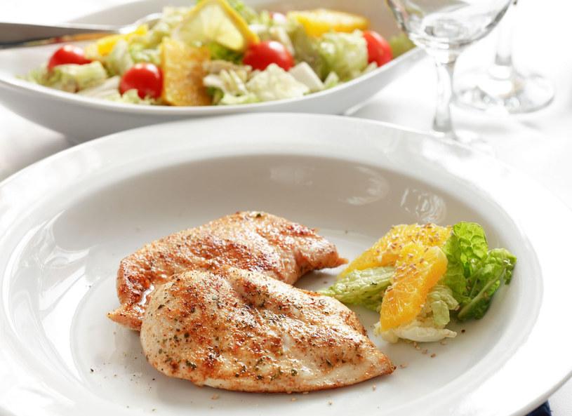 Medaliony drobiowe - propozycja szybkiego obiadu /123RF/PICSEL