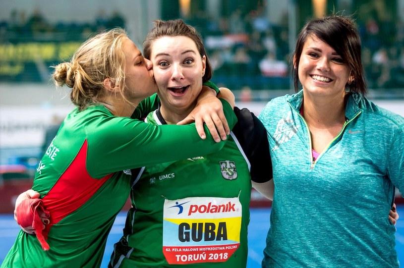 Medalistki konkursu pchnięcia kulą. Od lewej: Klaudia Kardasz (2. miejsce), Paulina Guba (1.) i Anna Niedbała (3.). / Tytus Żmijewski    /PAP