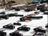 Media podają, że Ostrowski nielegalnie zaproponował sprzedaż broni /RMF
