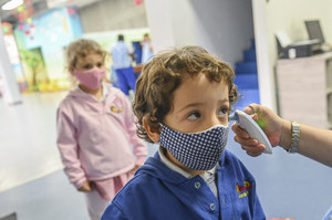 Media: Wariant Delta i gwałtowny wzrost zachorowań wśród dzieci. Co ze szczepieniami?