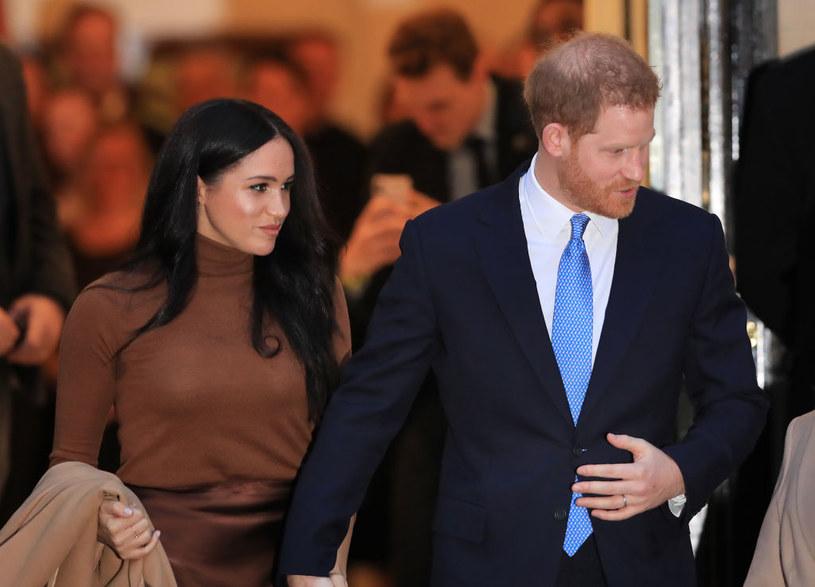 Media wciąż rozpisują o wydarzeniach związanych z Meghan i Harrym /Aaron Chown  /Getty Images