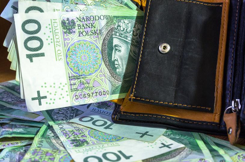 Mediana płac w małych firmach wyniosła w 2020 roku 4500 zł brutto /123RF/PICSEL