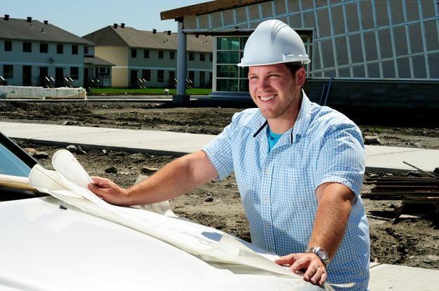 Mediana wynagrodzeń całkowitych pracowników branży budowlanej kształtowała się na poziomie 3 700 zł /© Panthermedia
