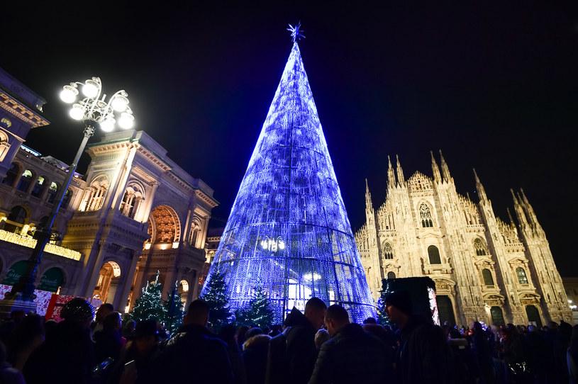 Mediolan 2019; w ubiegłym roku ludzie tłumnie przybywali podziwiać świąteczne dekoracje /AFP