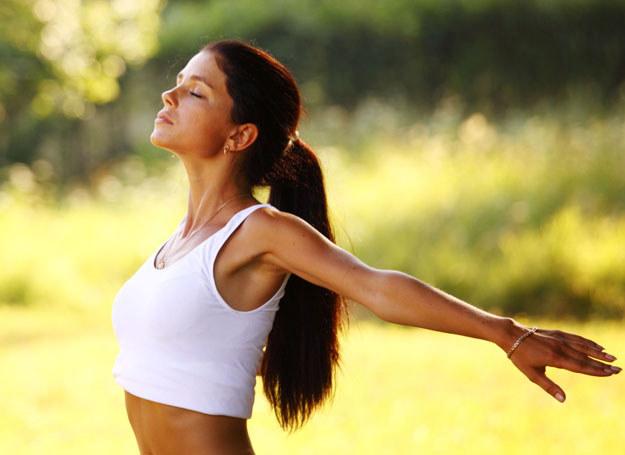 Medytacja to jeden ze sposobów na wyciszenie się /123RF/PICSEL