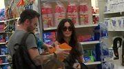 Megan Fox i Brian Austin Green z synami w sklepie