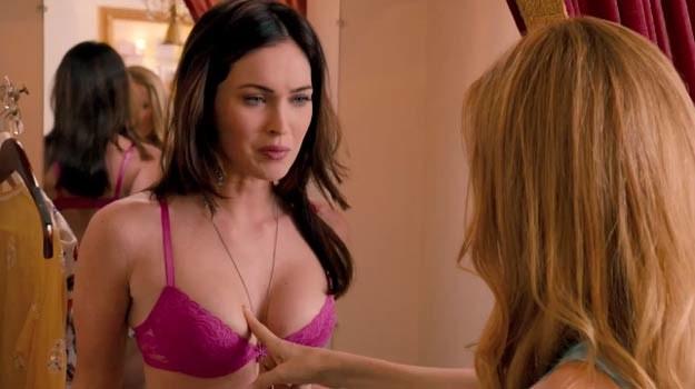 """Megan Fox w komedii """"This is 40"""" przechodzi """"próbę silikonu"""". /materiały dystrybutora"""