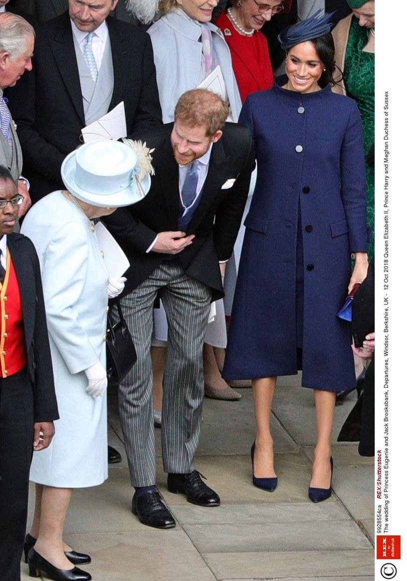 Meghan i Harry o ciąży powiedzili królowej podczas ślubu Eugenii! Faux pas? /East News