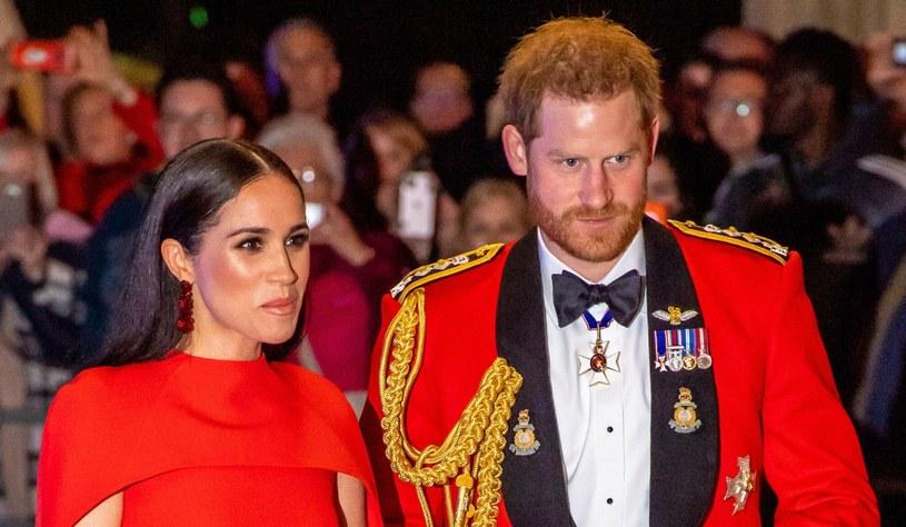 Meghan i Harry są jednymi z najbardziej kontrowersyjnych członków brytyjskiej rodziny królewskiej. Praktycznie odcięli się od Windsorów i uciekli na ocean... /SplashNews.com /East News