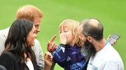 """Meghan i Harry: Słodka """"pogawędka"""" z małym chłopcem"""