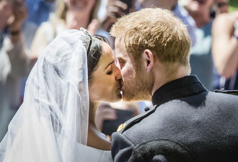 Meghan Markle i Harry Windsor na swoim ślubie w 2018 roku /Associated Press /East News