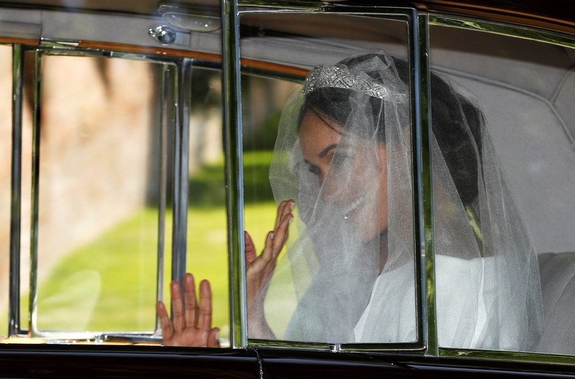 Meghan Markle w drodze do kaplicy św. Jerzego. Pierwsze zdjęcie w sukni ślubnej /Agencja FORUM