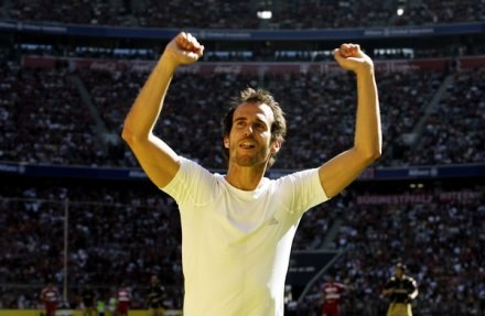 Mehmet Scholl traktuje powrót do Bayernu jak dobrą zabawę /AFP