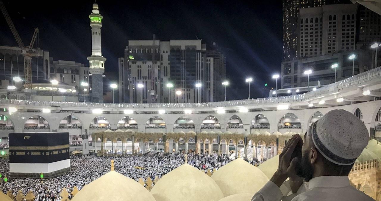 """<a href=""""https://www.rmf24.pl/raporty/raport-koronawirus-z-chin/najnowsze-fakty/news-mekka-otwarta-dla-muzulmanow-arabia-saudyjska-lagodzi-restry,nId,4800247"""">Mekka otwarta dla muzułmanów. Arabia Saudyjska łagodzi restrykcje związane z Covid-19</a> thumbnail  Kolejny rekord zakażeń koronawirusem w Czechach 000ALL3KAK2MXSAY C461"""
