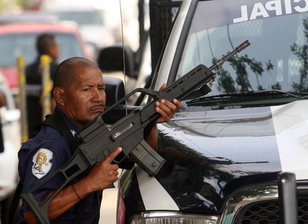Meksykańska policja często nie jest w stanie poradzić sobie sama z gangsterami /AFP