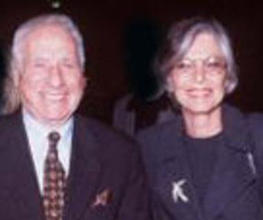 Mel Brooks u boku żony