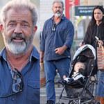 Mel Gibson i jego młodziutka kochanka na spacerze z... dziewiątym dzieckiem