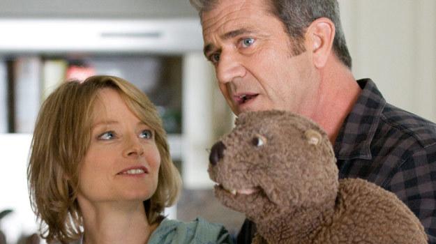 Mel Gibson z Jodie Foster i bobrem /materiały dystrybutora