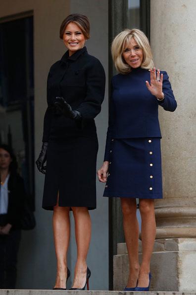 Melania Trump i  Brigitte Macron podczas oficjalnego spotkania w Pałacu Elizejskim /Getty Images