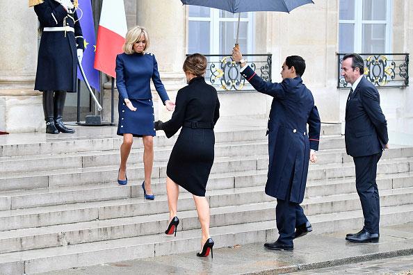 Melania Trump i Brigitte Macron przed Pałacem Elizejskim /Getty Images