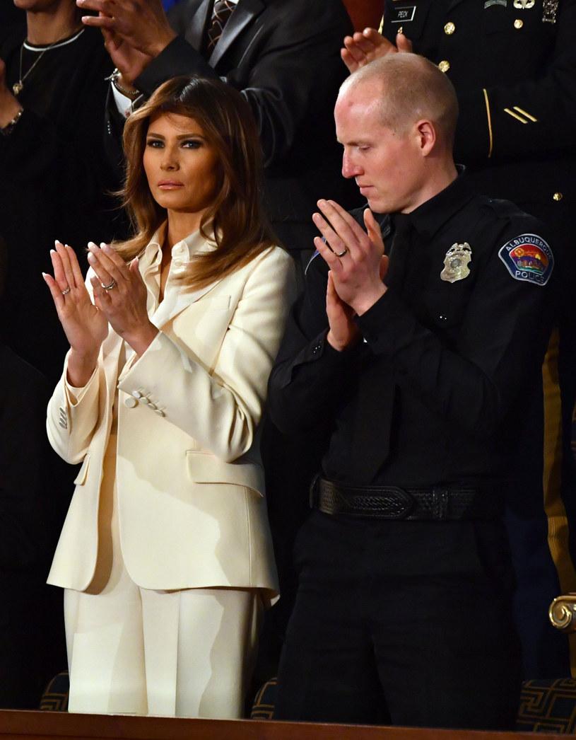 Melania Trump lubi podkreślać strojem, że jest silną i niezależną kobietą /AFP /East News