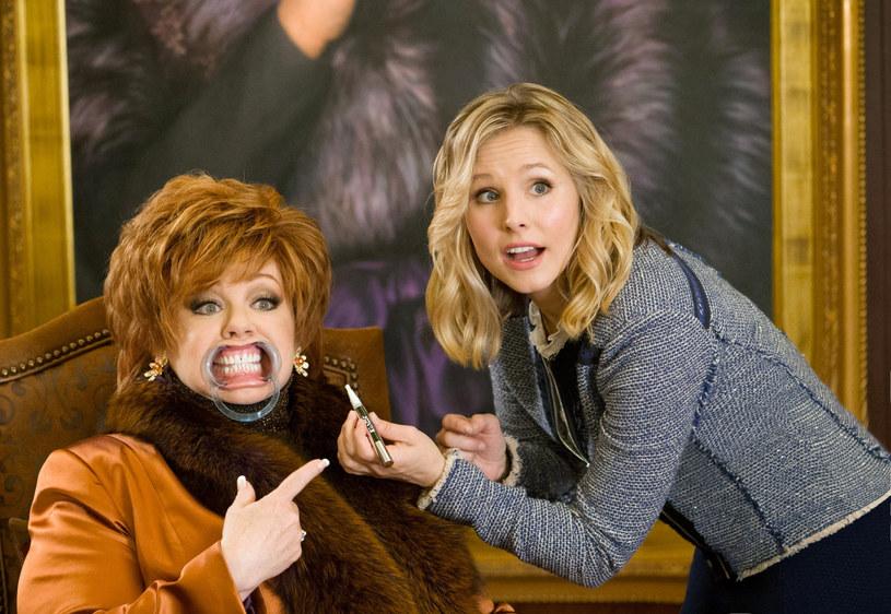 "Melissa McCarthy i Kristen Bell w filmie ""Szefowa"" /Universal/Courtesy Everett Collection /East News"