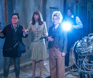 """Melissa McCarthy, Kristen Wiig, Kate McKinnon i Leslie Jones w scenie z filmu """"Ghostbusters. Pogromcy duchów"""""""