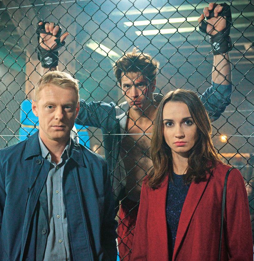 Melka nie wiedziała, że Paweł zgodził się wziąć udział w nielegalnych i bardzo niebezpiecznych walkach /Kurier TV