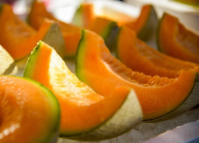 Melon jest nie tylko smaczny. Można z niego wykonać również domowe maseczki na twarz /123RF/PICSEL