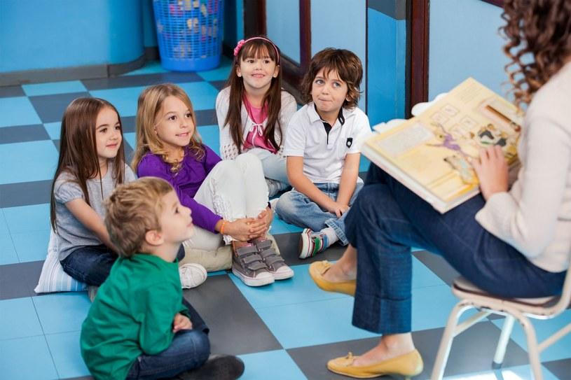 MEN przekonuje, że zniesienie obowiązku szkolnego dla sześciolatków nie będzie wiązało się ze zwolnieniami nauczycieli w szkołach podstawowych /Tyler Olson  /123RF/PICSEL
