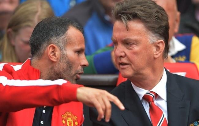 Menedżer Manchesteru United Louis van Gaal (z prawej) i jego asystent Ryan Giggs /PAP/EPA