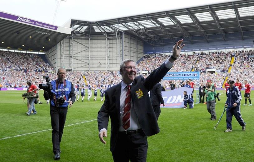 Menedżer Manchesteru United Sir Alex Ferguson żegna się z fanami /AFP