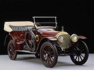 Mercedes 22/40 PS z 1910 r. z gwiazdą na korku wlewu chłodnicy. /Mercedes
