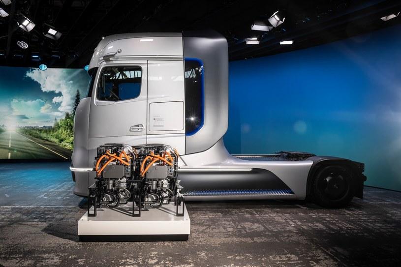 Mercedes-Benz GenH2 Truck /