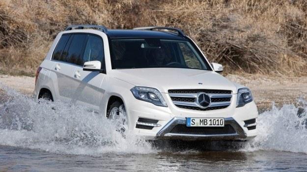 Mercedes GLK po faceliftingu ma zamiar bardziej agresywnie zawalczyć o klientów rozważających zakup BMW X3, Audi Q5 i Volvo XC60. /Mercedes