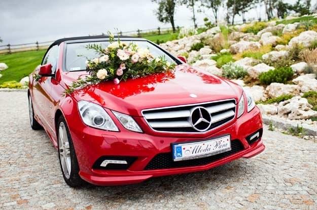 """Mercedes klasy E w wersji """"ślubnej"""" /"""