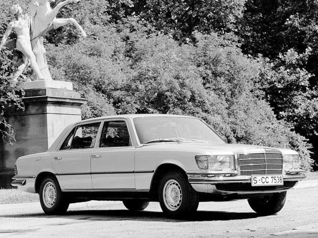 Mercedes W116 300 SD - pierwszy na świecie osobowy turbodiesel. 3.0 - 112 KM. /Mercedes