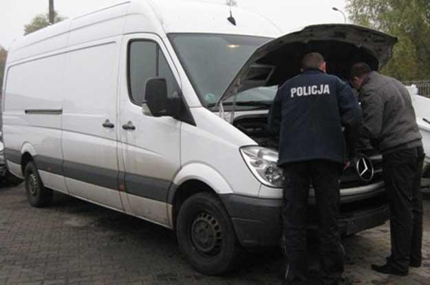 Mercedesa odnaleziono w okolicach Jarocina /Policja